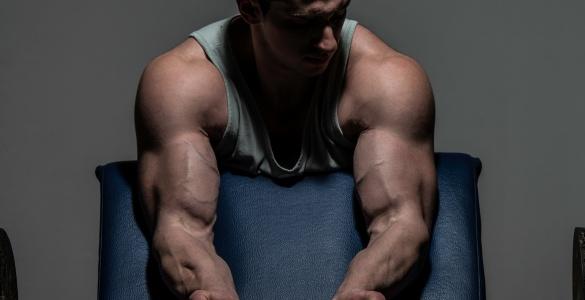 Antrenament pentru biceps masiv